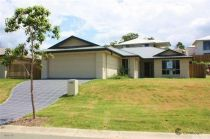 Live large in Oxenford!